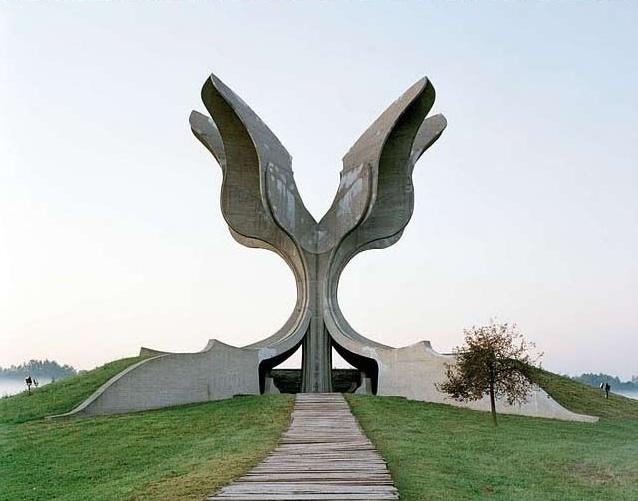 Spomenik3
