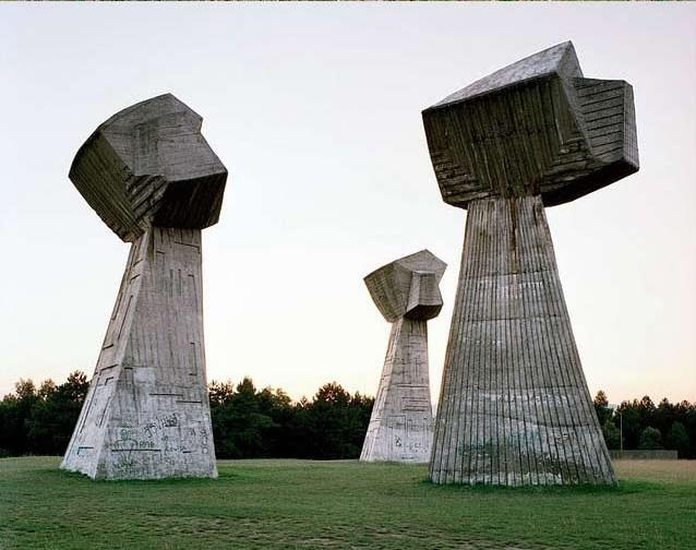 Spomenik4