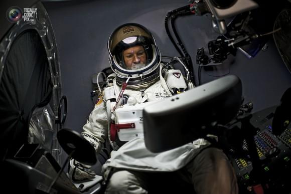 Red-Bull-Stratos-Felix-Baumgartner-Capsule-580x387