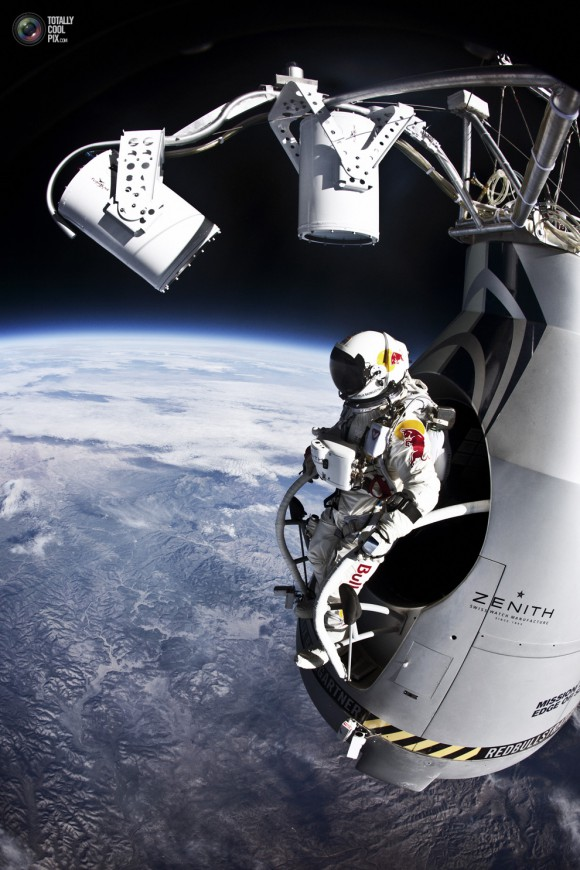 Red-Bull-Stratos-Felix-Baumgartner-Jump-580x870