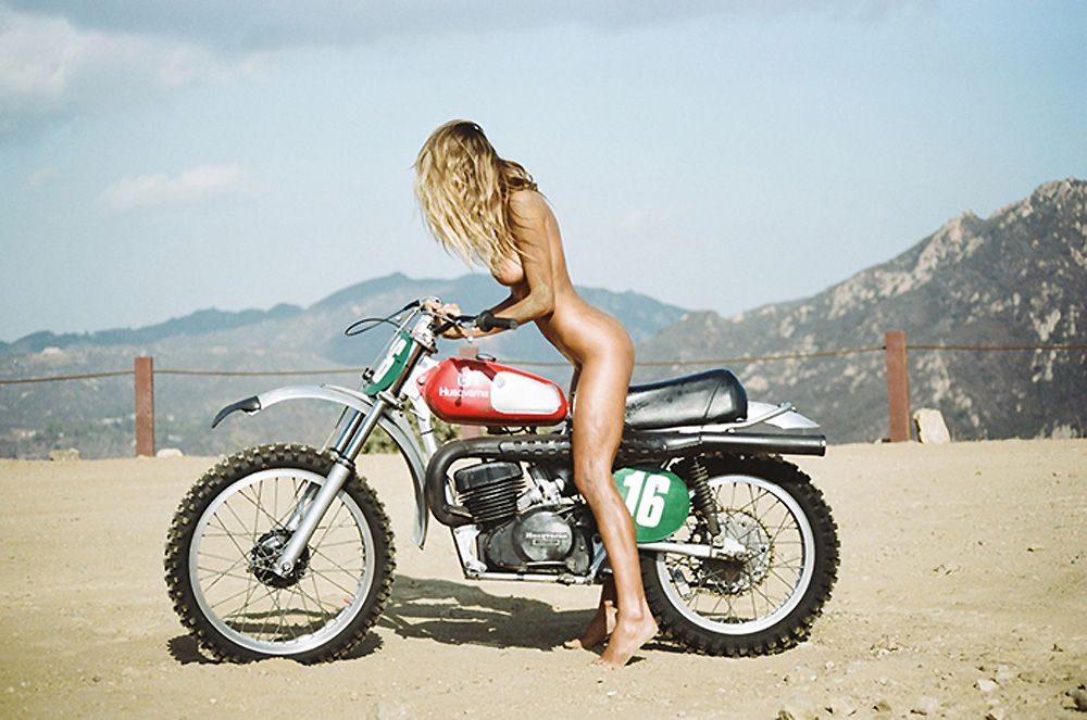 Purienne-Henrik-Sahara-Ray-Lui-Magazine-Motorbike-Oracle-fox