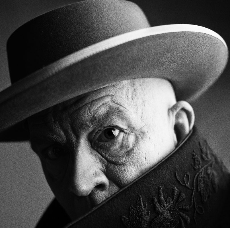 _Irving_Penn___Pablo_Picasso,_Cannes,_France_(1957),_2014