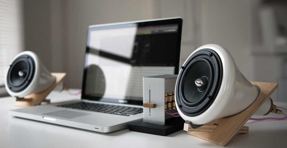 ceramic_speakers_macbook